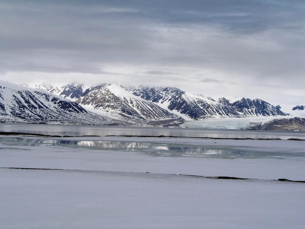 Ice breaking melt record? (Svalbard, Irene Quaile)