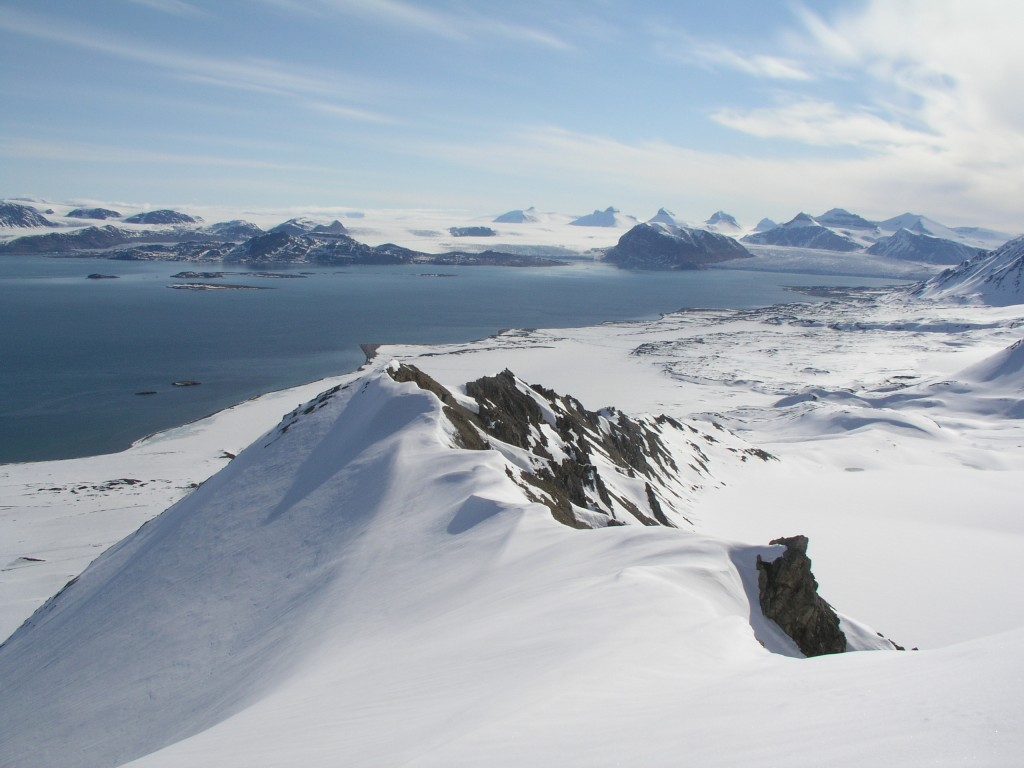 View from Mount Zeppelin over the Kongsfjord, Svalbard, above Ny Alesund research village. (Irene Quaile/Deutsche Welle)