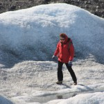 Iceblogger tests the thickness of Greenland's ice. (Irene Quaile/Deutsche Welle)