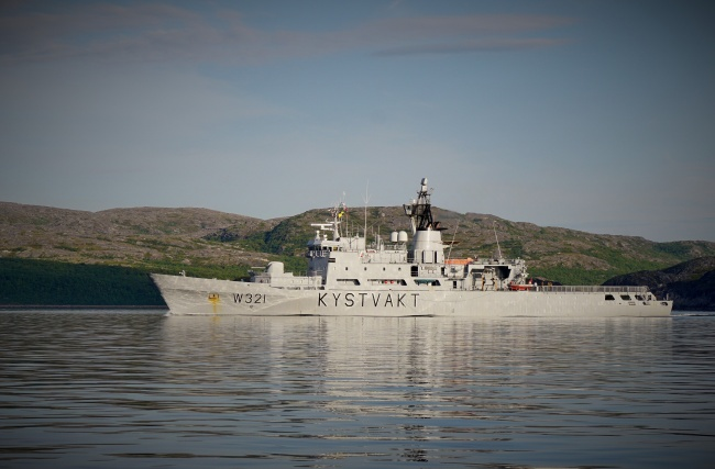 """""""Senja"""" is one of the three 30 years old Coast Guard vessel to be replaced. Here from the Varanger fjord near Norway's maritime border to Russia. (Thomas Nilsen/The Independent Barents Observer)"""