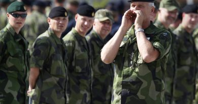 The Swedish military will be able to call up men and women for national service when the draft is reintroduced in 2019. (Bob Strong / REUTERS)