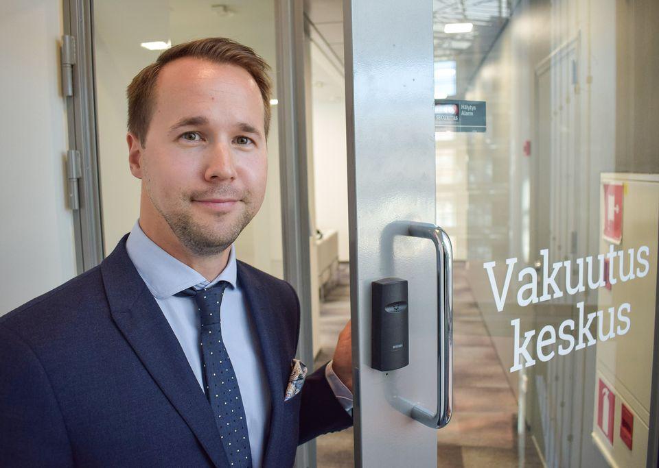 Vesa Kronbäck, head of legal affairs with the Environmental Insurance Centre. (Pasi Peiponen / Yle)