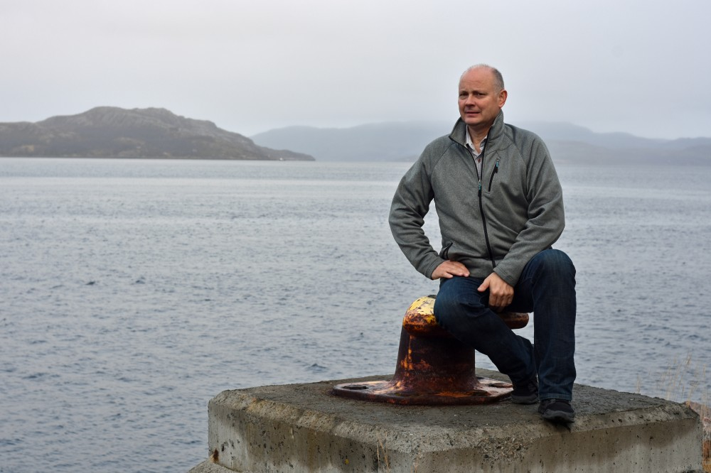 Bernt Nilsen says dumping of mine waste in the fjord damage the marine seafloor life. During the last decade, tailings from Sydvaranger Gruve have been dumped at deep waters in Bøkfjorden, a few hundred metres from shore. (Thomas Nilsen/The Independent Barents Observer)