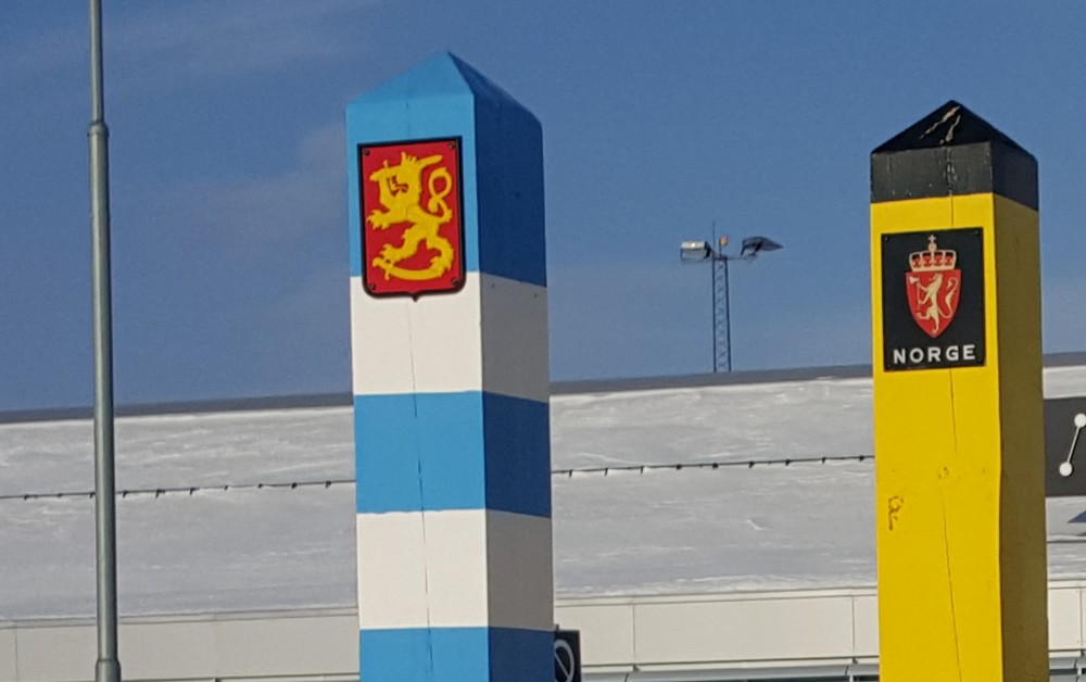 Finnish and Norwegian border poles. (Thomas Nilsen/The Independent Barents Observer)