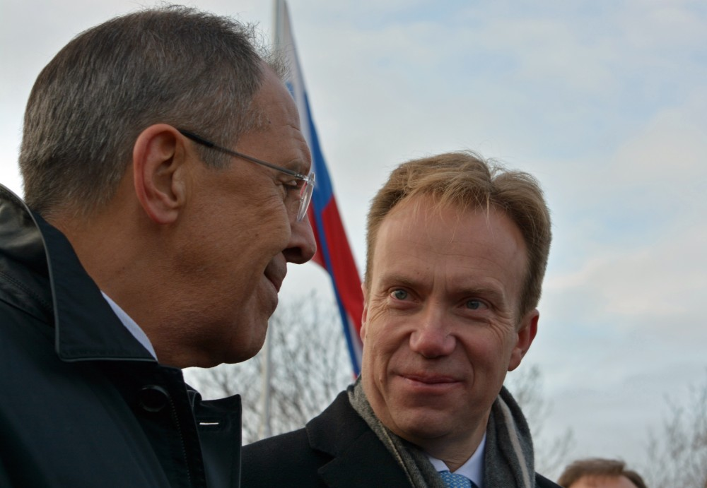 The two foreign ministers Sergey Lavrov (left) and Børge Brende have friendly smiles when meeting in the North. Here from Kirkenes two years ago. (Thomas Nilsen/The Independent Barents Observer)
