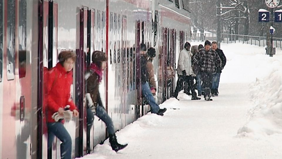 Trains freeze up again on holiday weekend – Eye on the Arctic