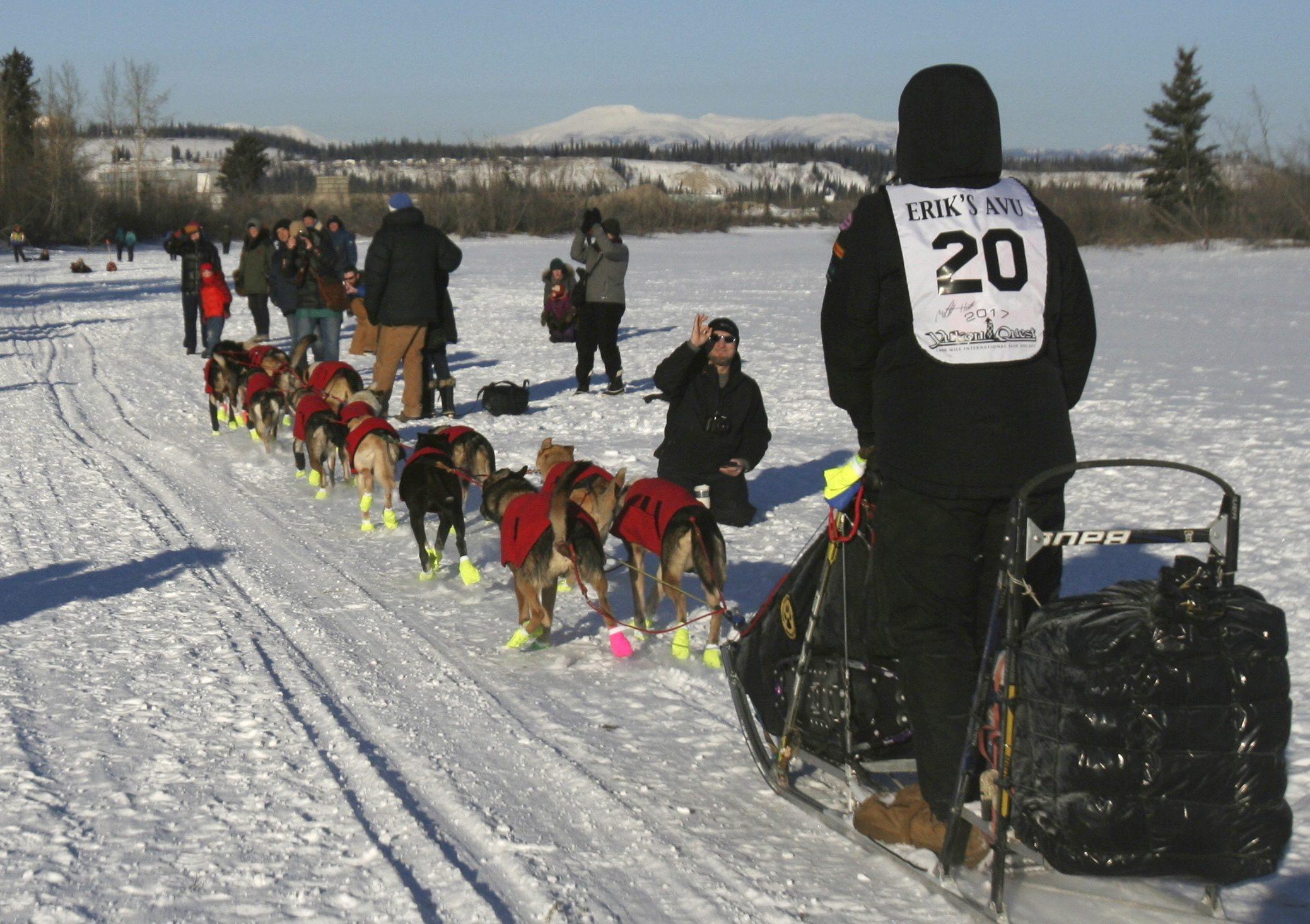 mushers-reach-halfway-point-of-Yukon-Quest-sled-dog-race
