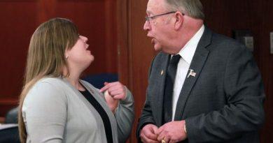 alaska-house-democrats-introduce-oil-tax-bill-to-heated-debate
