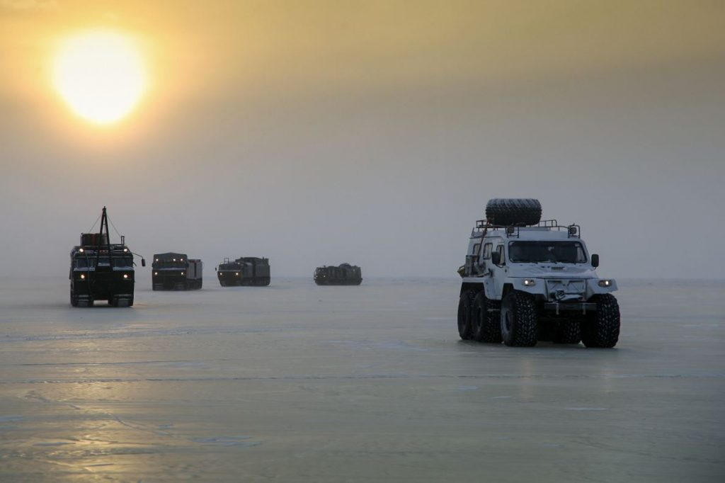 arctic-odyssey-for-russias-new-military-vehicles-will-drive-2000-km-over-laptev-sea-ice