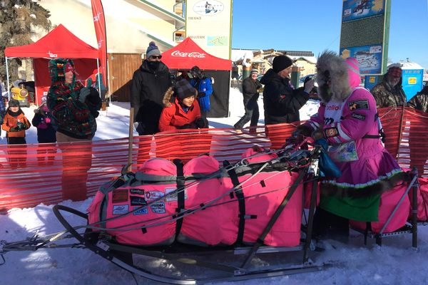 iditarod-trail-sled-dog-race-teams-head-out-of-fairbanks-into-alaskas-big-chill-2