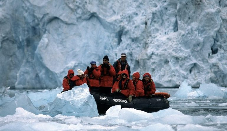 tourism-outdoes-coal-in-svalbard-norway-settlement