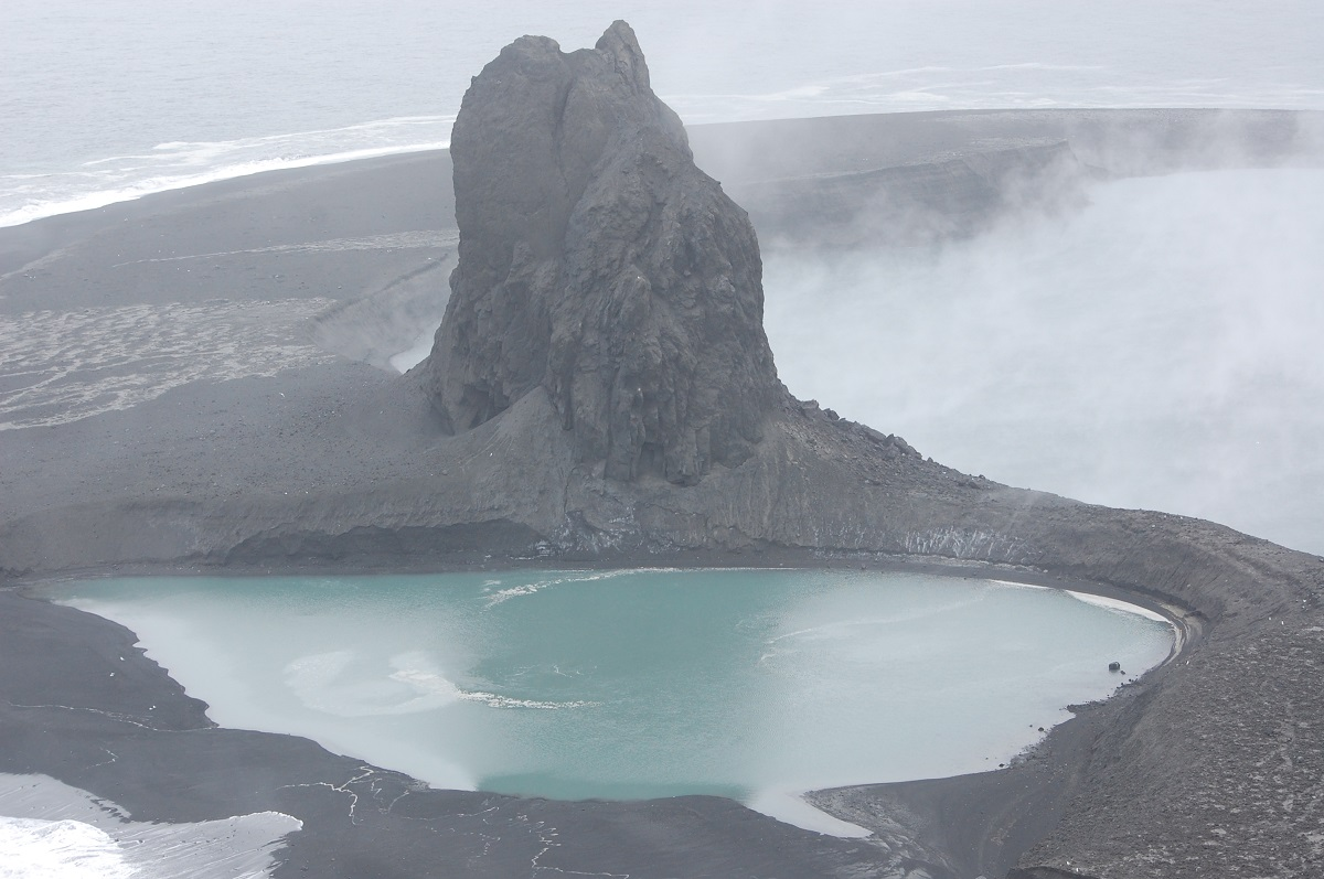 2-alaska-volcanoes-erupt-just-hours-apart-1