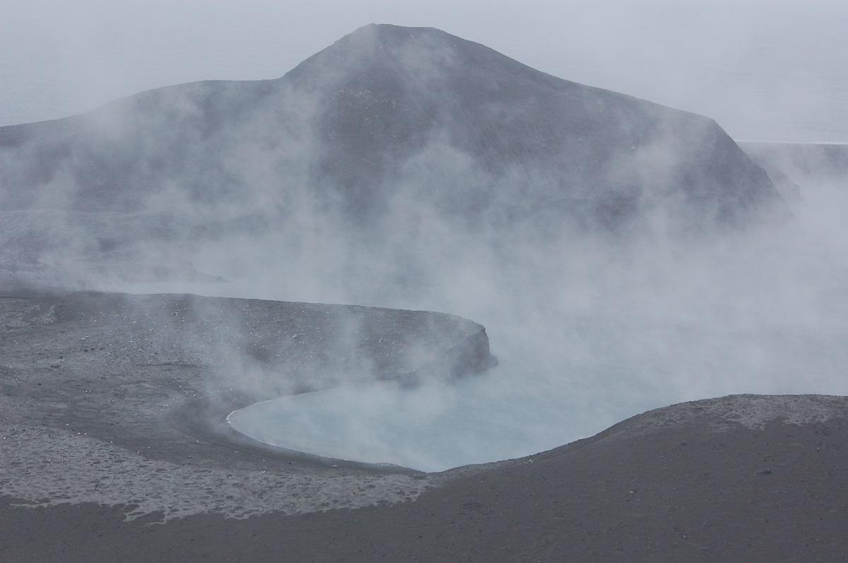 2-alaska-volcanoes-erupt-just-hours-apart