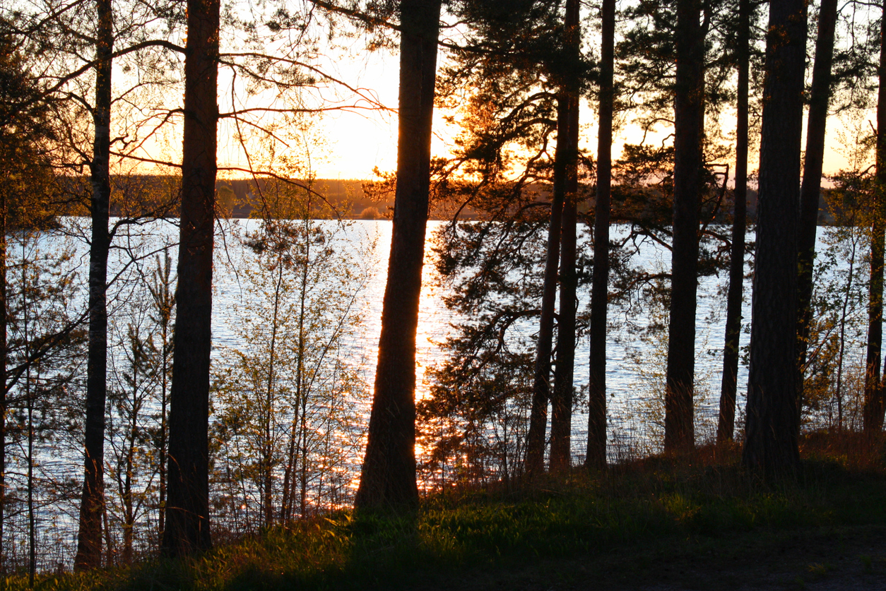 bright-nights-begin-as-midnight-sun-rises-over-finland