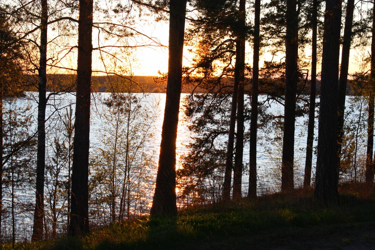 bright-nights-begin-as-midnight-sun-rises-over-finland