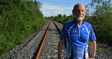 member-of-european-parliament-bikes-to-norways-arctic-coast-makes-statement-about-need-for-new-railway