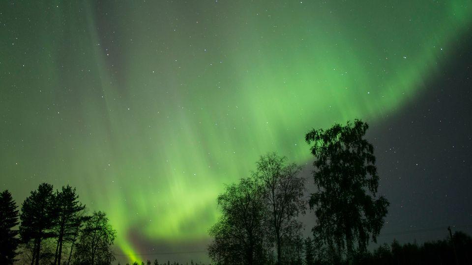 solar storm northern lights 2017 -#main