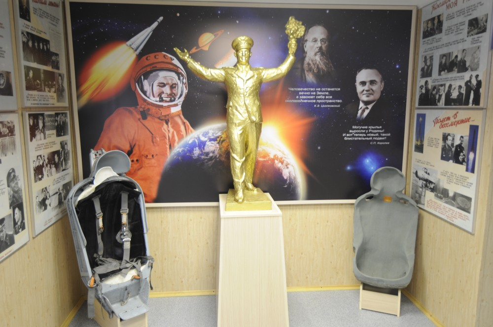 A golden Yury Gagarin shines glory over Soviet space history. (Thomas Nilsen/The Independent Barents Observer)