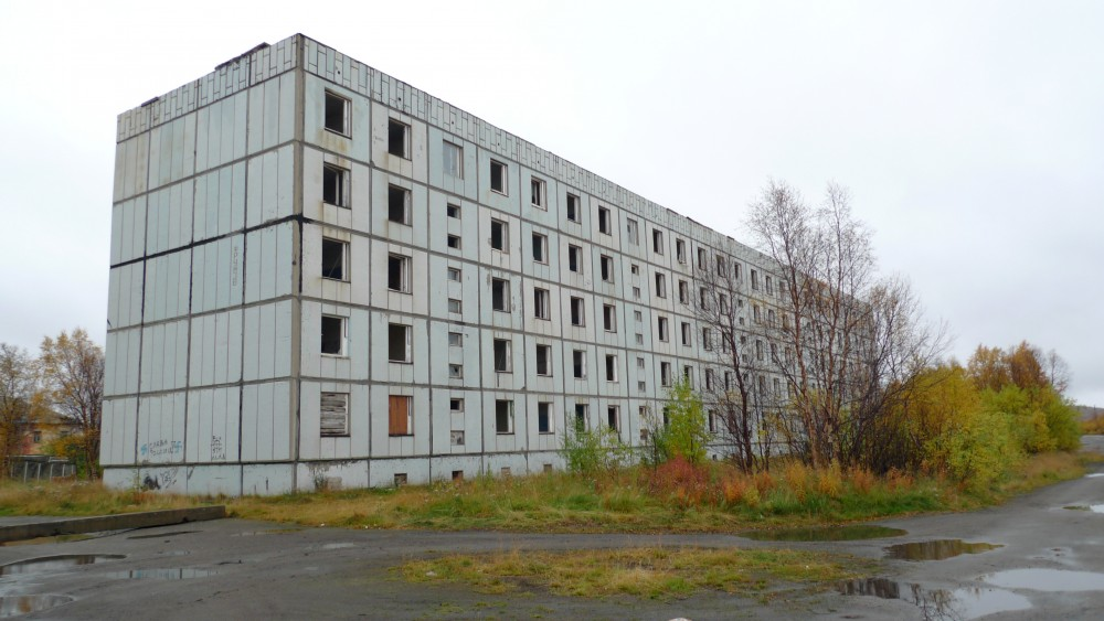 Abandoned apartment block. (Thomas Nilsen/The Independent Barents Observer)