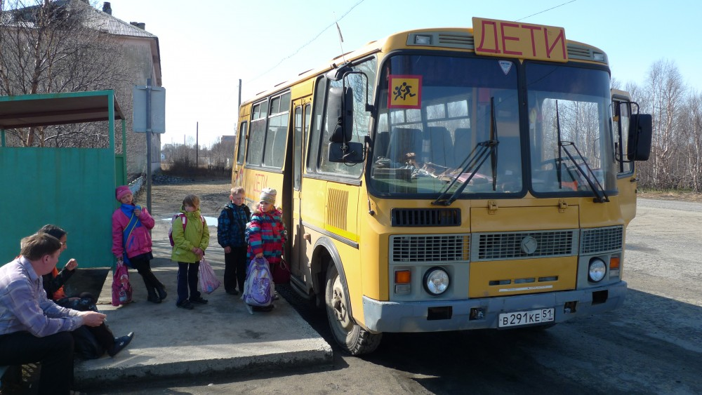 School bus ready to drive home the children from the military garrisons around Korzunova. (Thomas Nilsen/The Independent Barents Observer)