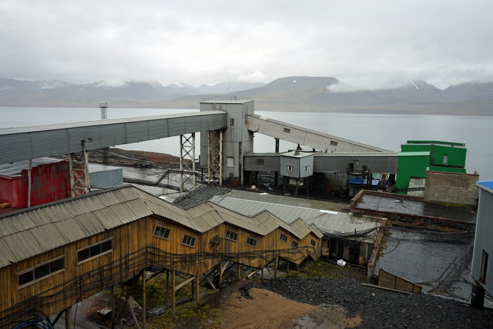 Coal mine facilities. (Thomas Nilsen/The Independent Barents Observer)