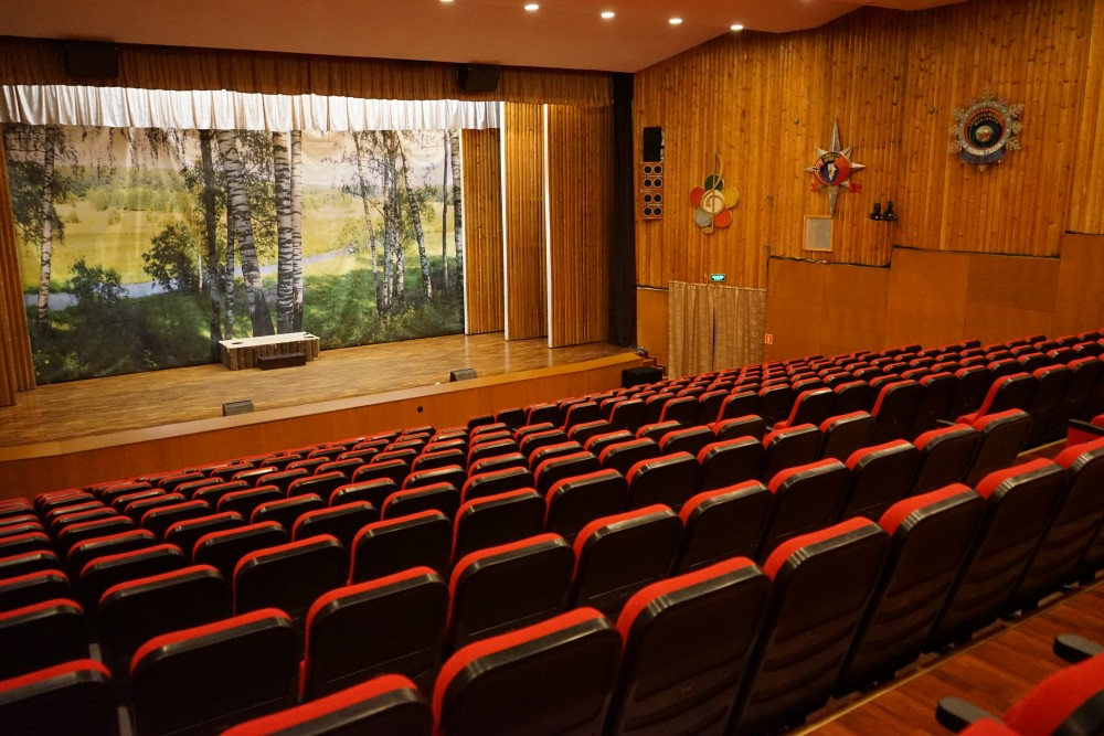 The cultural palace has seats for 450 people. That is about everyone who lives in Barentsburg. (Thomas Nilsen/The Independent Barents Observer)
