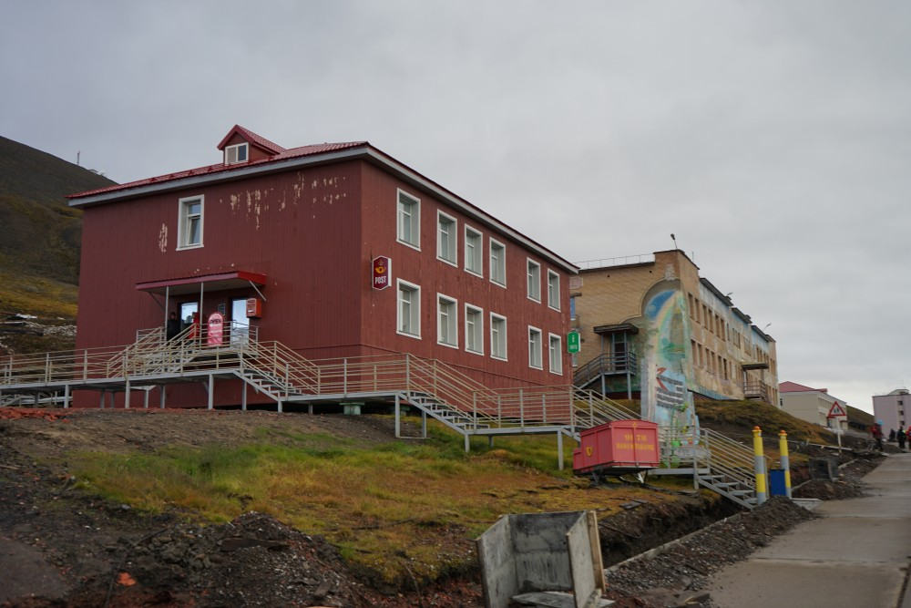 Norwegian post service in Barentsburg. (Thomas Nilsen/The Independent Barents Observer)