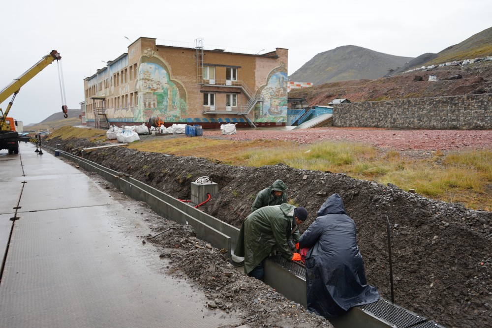 Upgrades of the infrastructure in Barentsburg. (Thomas Nilsen/The Independent Barents Observer)