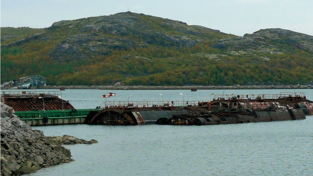Last Soviet nuclear-sub reactor lifted onshore