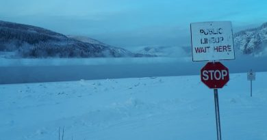 Contract awarded to build ice bridge in Dawson City, northwest Canada