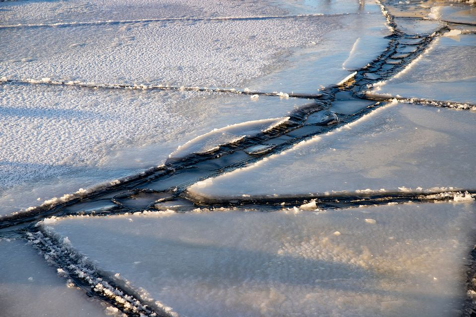Last week, snow and ice transformed landscapes around Näsiärvi Lake in Tempere, southern Finland, but the ice cover remains thin nationwide. (Antti Eintola/Yle)