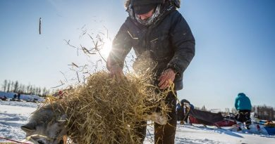Yukon Quest mushers recount hairy times on stormy mountain pass