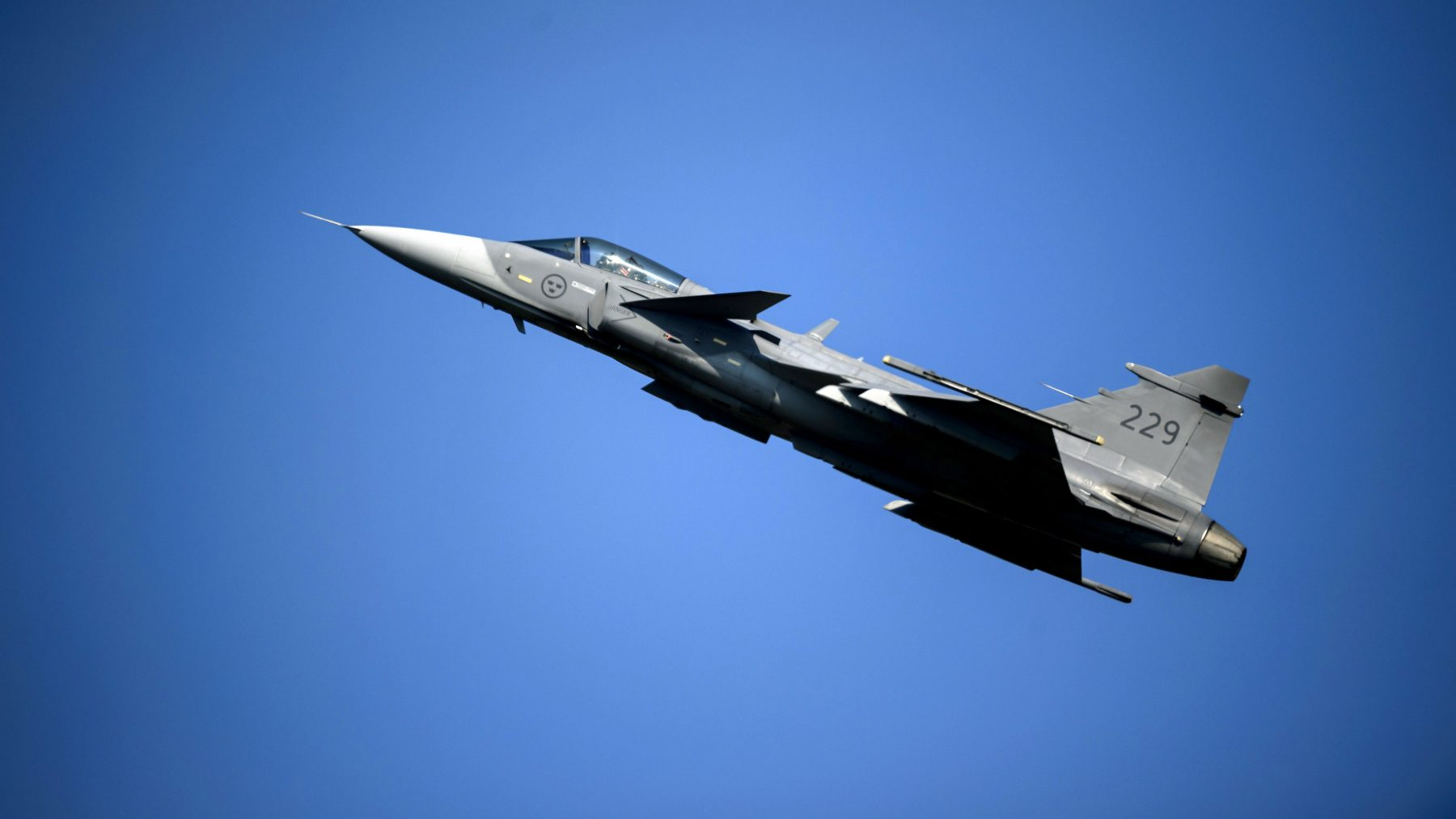 Fighter jets flying low over Arctic Finland for military drill in
