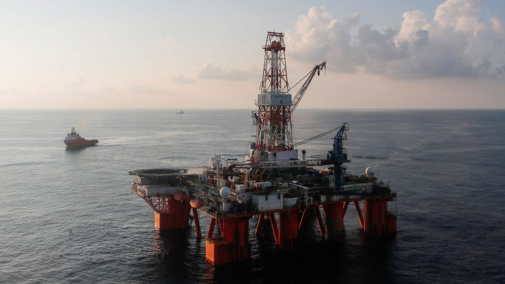 Norwegian ships accompany Chinese rig to Russian Arctic drill site