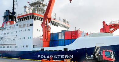 Russian icebreaker leaves Tromsø to supply ice-locked German research ship