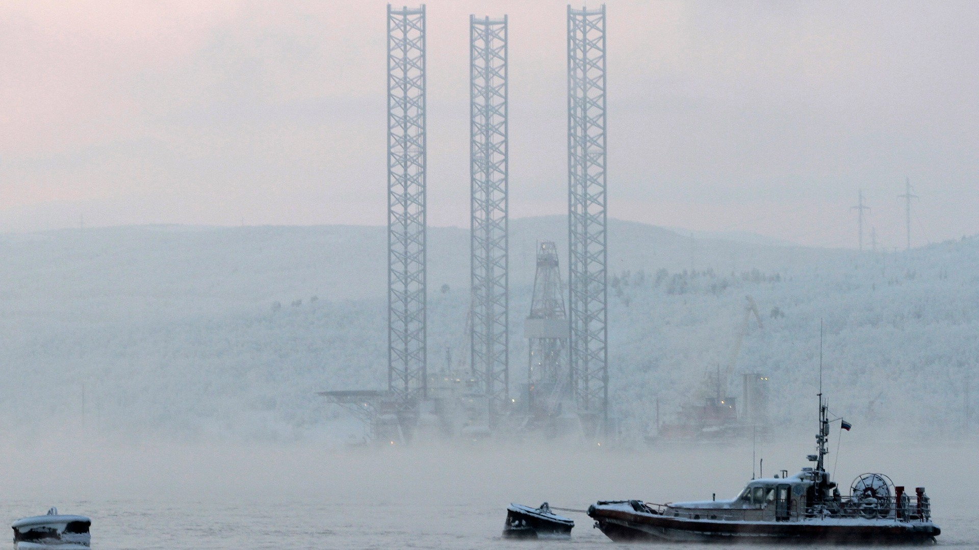 Two Chinese rigs prepare for drilling in Russian Arctic waters