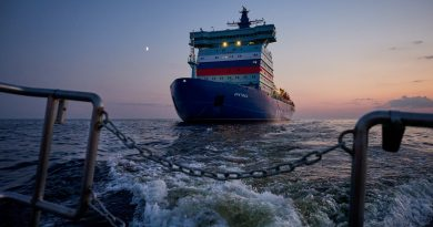 North Pole ice cap too thin for testing Russia's giant icebreaker