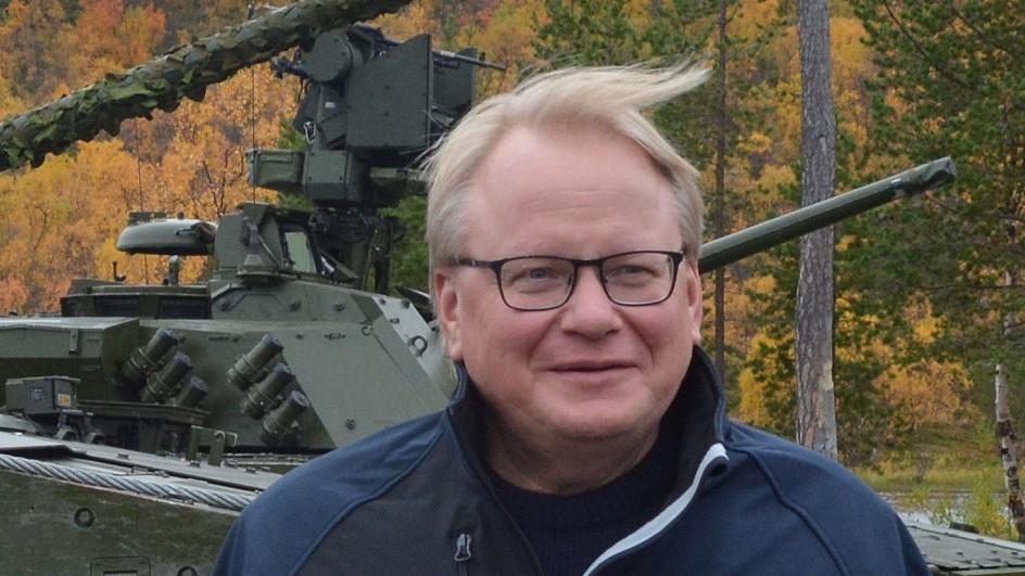 Sweden to re-establish northern regiment, fears armed attack
