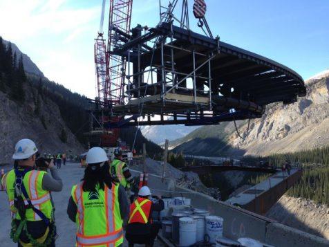 """Le """"Glacier Skywalk"""" est une passerelle de 450 mètres de long suspendue au-dessus du vide."""
