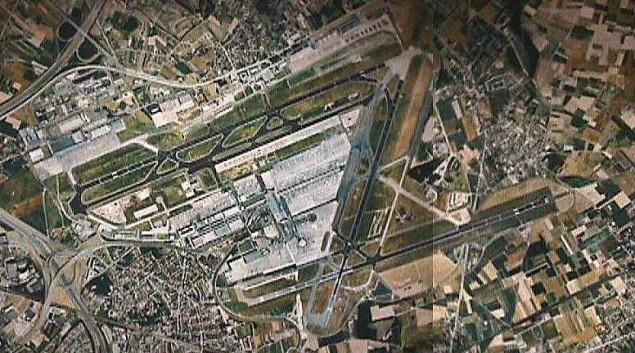 Vue de l'aéroport prise depuis un satellite- Wikipédia