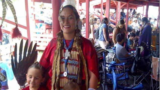 L'Amérindienne Rachel CrowSpreadingWings.