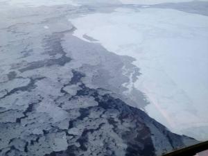 L'Arctique est plus sombre à cause de la fonte des glaces.(Associated Press)