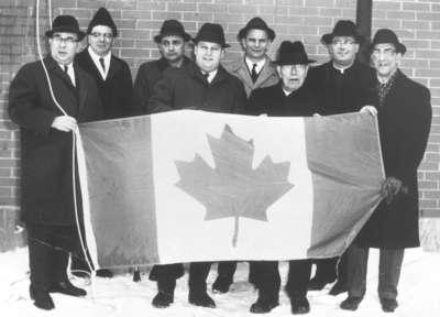 Célébration du drapeau canadien à Field, ON, le 15 février 1965.