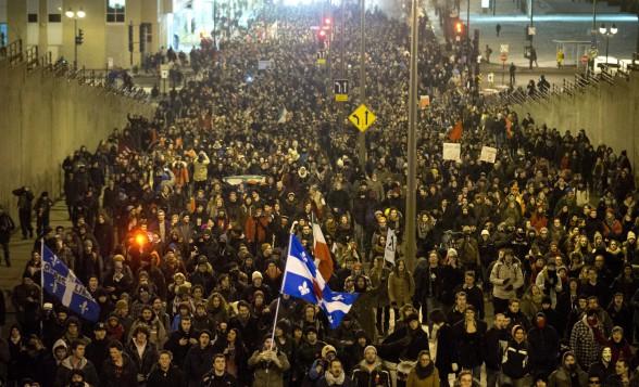 Des étudiants manifestent contre la hausse des droits de scolarité, en mars 2012.  (Crédit photo: Graham Hughes/PC)