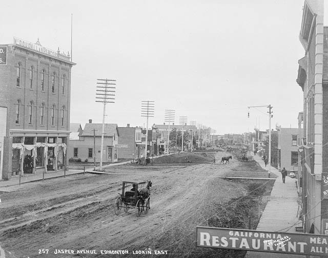 L'avenue Jasper dans la ville d'Edmonton en 1896. Photo crédit : Gouvernement du Canada.