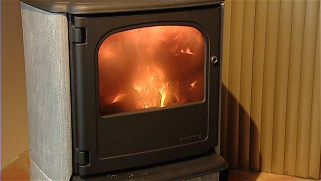 hiver canadien le danger de se chauffer au bois trait. Black Bedroom Furniture Sets. Home Design Ideas