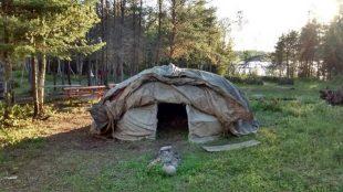 Un sweat lodge amérindien au Manitoba. (Martha Troian)