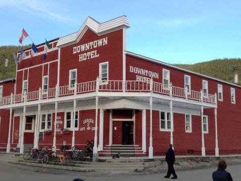 un Saloon de Dawson City au Yukon