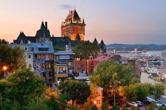 Quebec et le Chateau Frontenac au coucher du soleil (iStock)