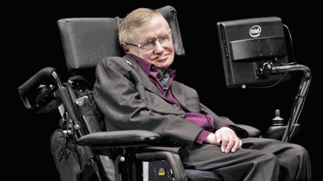 Le scientifique britannique Stephen Hawking qui s'exprime par l'intermédiaire d'un ordinateur en raison d'une sclérose latérale amyotrophique, déclare que nos machines intelligentes peuvent techniquement évoluer rapidement, et éventuellement dépasser l'humanité. © (Ted S. Warren/Associated Press)